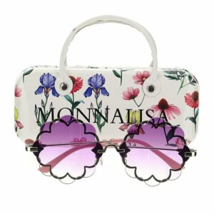 Monnalisa Kids Purple Flower Sunglasses. Original and fun flower shaped sunglasses for the youngest ones. Stylish Monnalisa sunglasses for girls, with purple tinted lenses. They have a pretty flower shape made in polycarbonate, with lightweight metal frames. They come in a white protective carry case, printed with colourful flowers and a black logo.