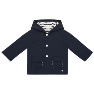 """Paz Rodriguez Parka """"Milos"""". Navy blue parka, sailor style, for a boy. Hooded, sheet pockets, front; tightens with buttons that contrast with the dark background of the parka. The cotton lining, in the sailor style, with stripes, white and blue. Perfect for cool spring mornings and afternoons."""