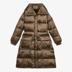 Monnalisa Kids Long Puffer Coat. Iridescent nylon puffer coat with a maxi collar, hood, and maxi logo on the hem. Stylish brown puffer coat, with a padded, oversized collar and hood. Silky smooth with a subtle metallic sheen, it has a part elasticated waist, silky lining and flap pockets with poppers on the front. Logo print on the back hem. The sleeves have elasticated cuffs, for added comfort.