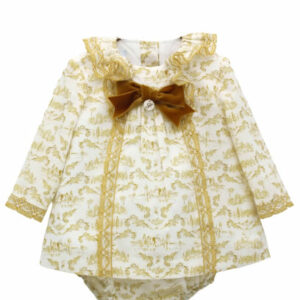 Foque Baby Pearl & Yellow Dress Set. Lovely dress for little girls. The dress has small lace details and a velvet bow, which complement an extraordinary fabric, with yellow patterns exclusive to Foque To complete this sweet look, it comes with matching yellow and white print elasticated shorts. The sweater fastens at the back, with mother-of-pearl buttons, for your baby's comfort and safety.